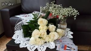 Ramo de rosas blancas del 'Club de Fans Chenoa Argentina'
