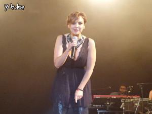 Chenoa dando las gracias durante el concierto